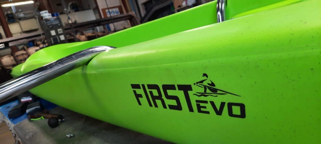 first evo skiff solo polyethylene bateau aviron solide vert stable facile leger
